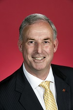 Official portrait of Richard Colbeck